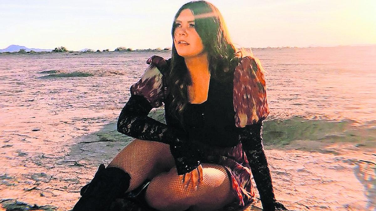 Yuridia encontronazo reportera TV Azteca