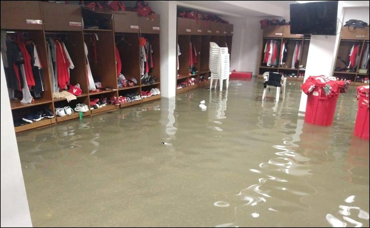 Se inunda el estadio de beisbol de Mazatlán