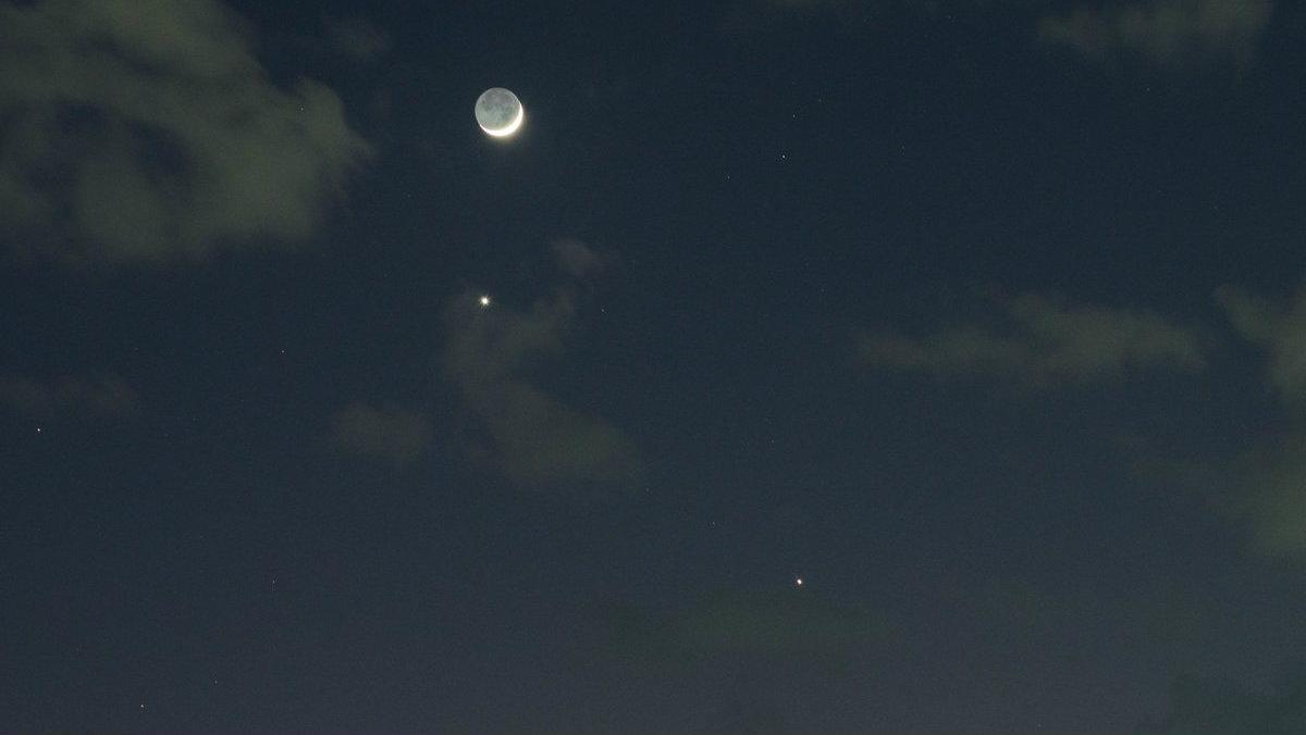 Conjunción planetaria Venus Luna Júpiter