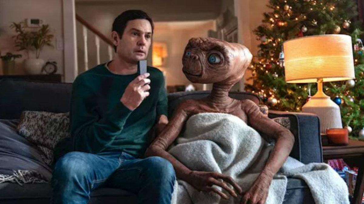 E.T. regresa en comercial navideño