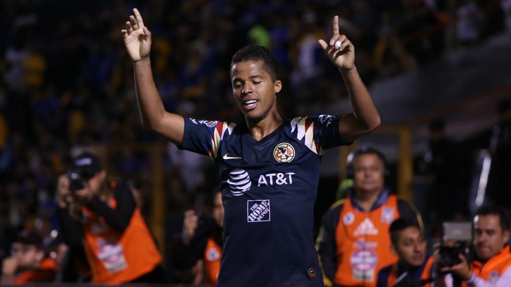 Gio festeja un gol contra los Tigres