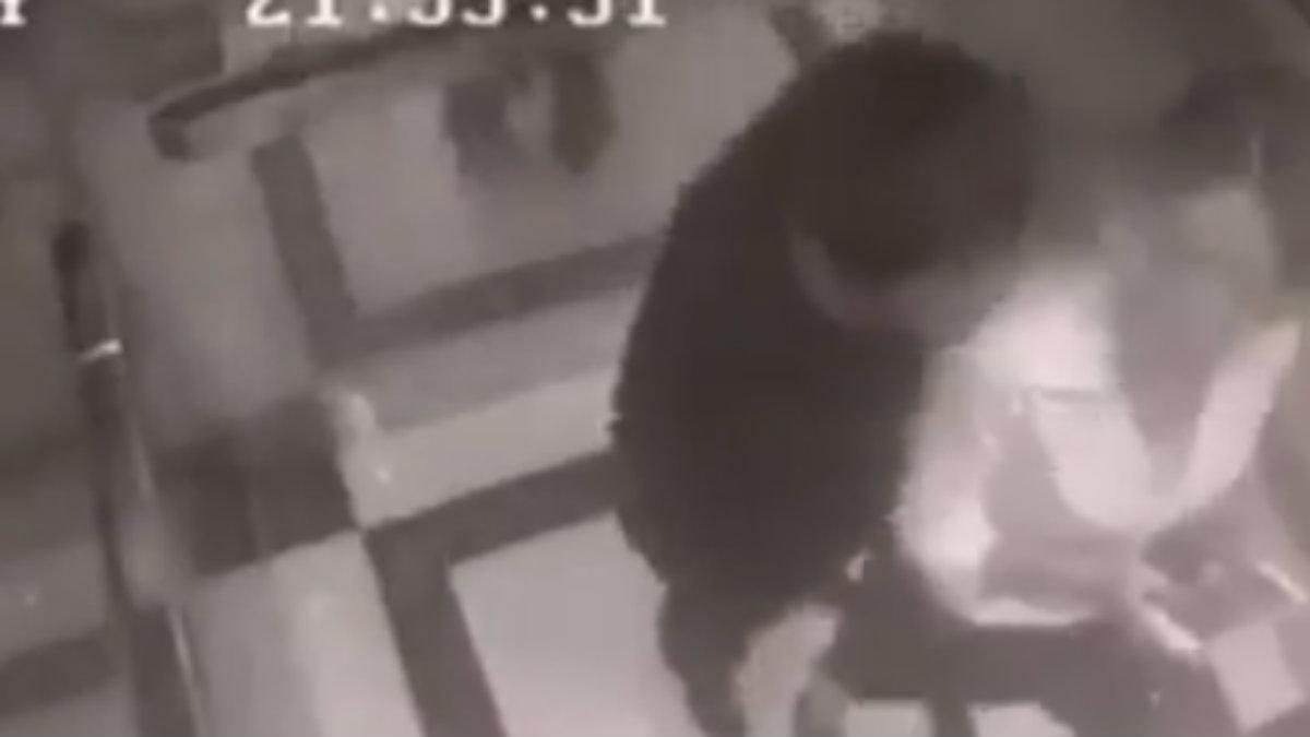 Acosador ataca a mujer y recibe una golpiza en un elevador
