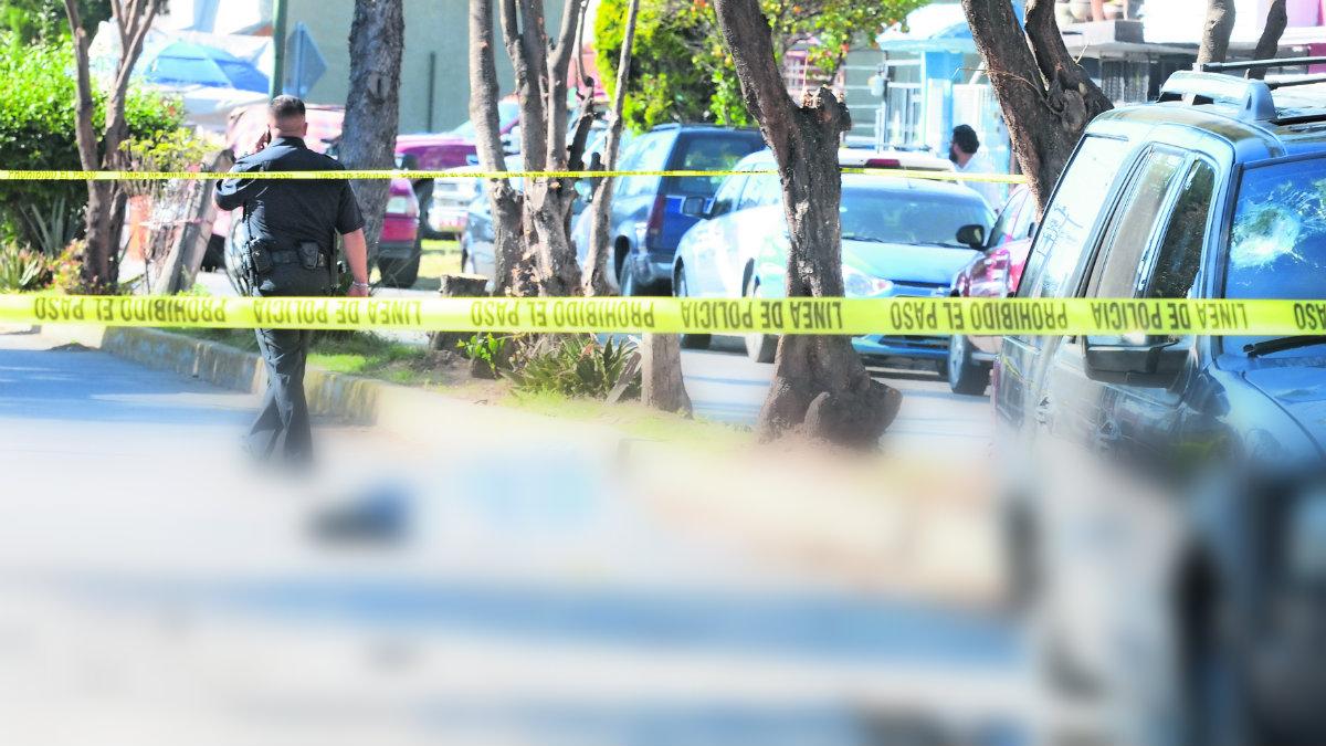Sujetos armados acribillan a hombre tras balacera entre dos grupos sindicales, en Edomex