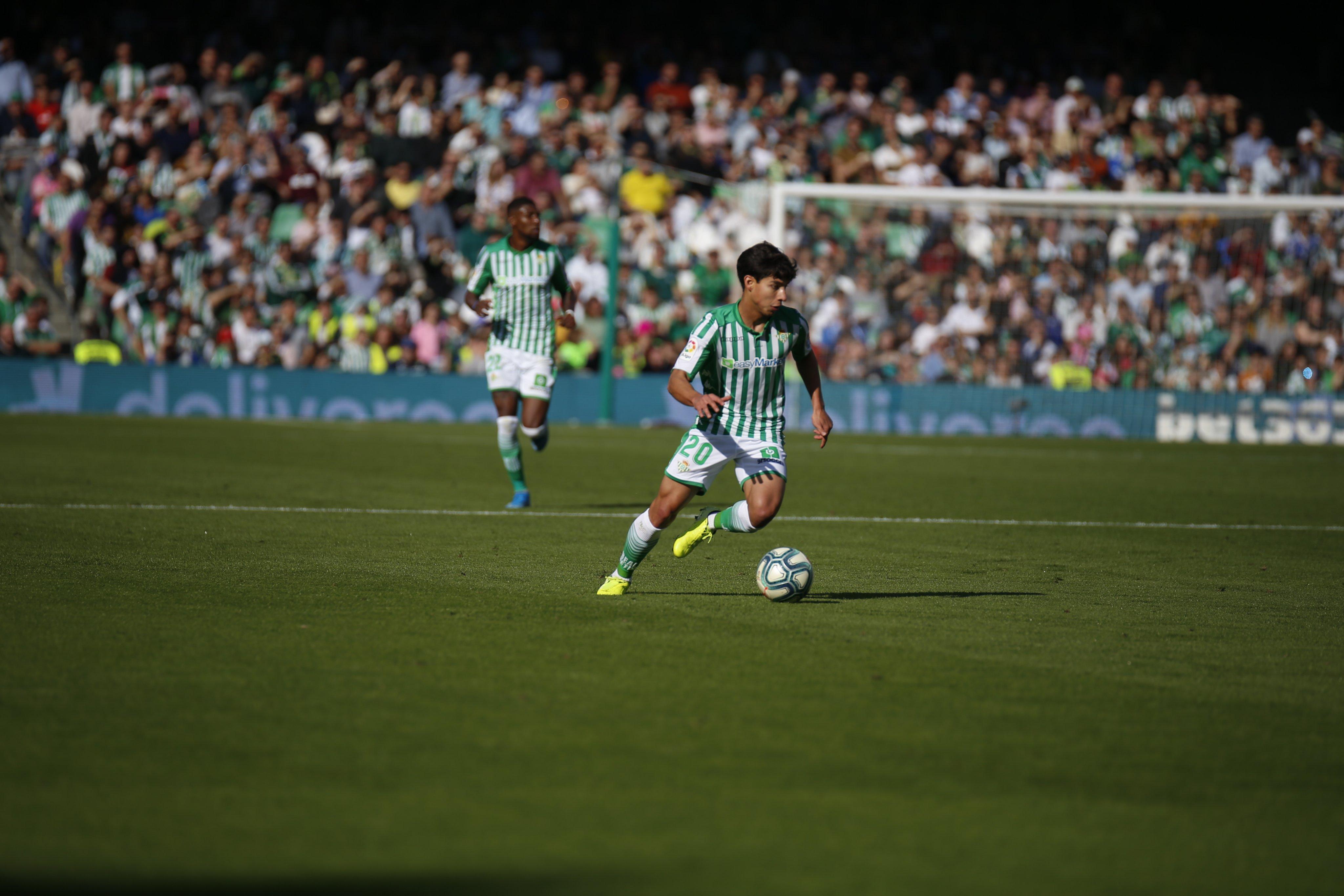 Diego Lainez vuelve a ser titular con el Betis