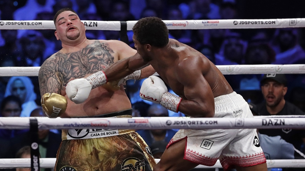 Joshua impacta a Ruiz en la pelea de Arabia Saudita