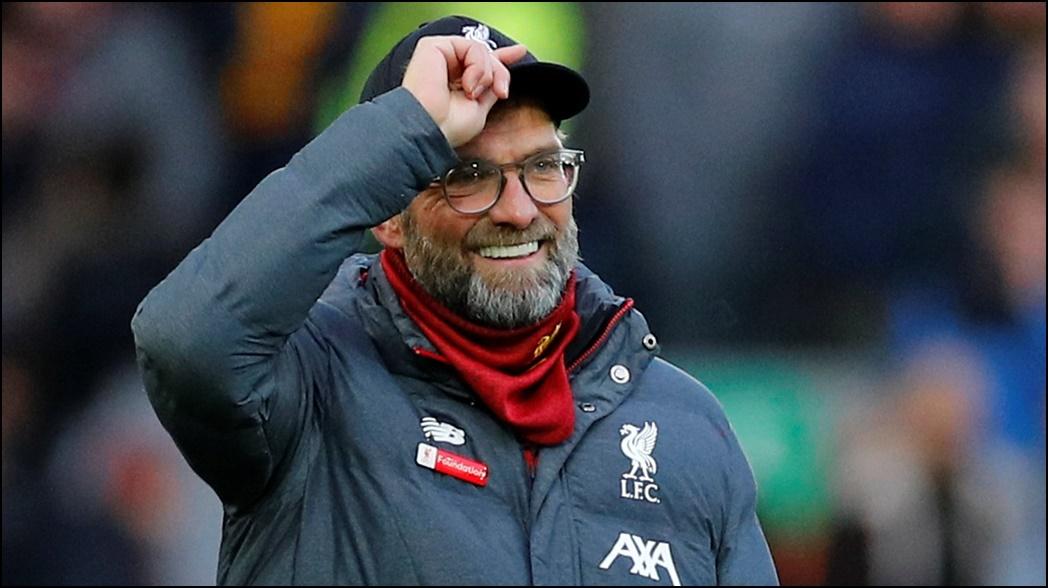 El DT del Liverpool durante un partido en la Premier League