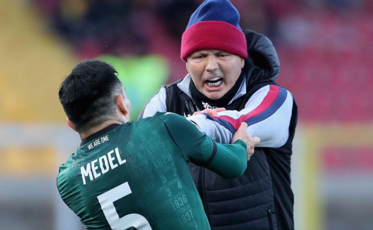 El futbolista chileno Gary Medel se engancha con su DT