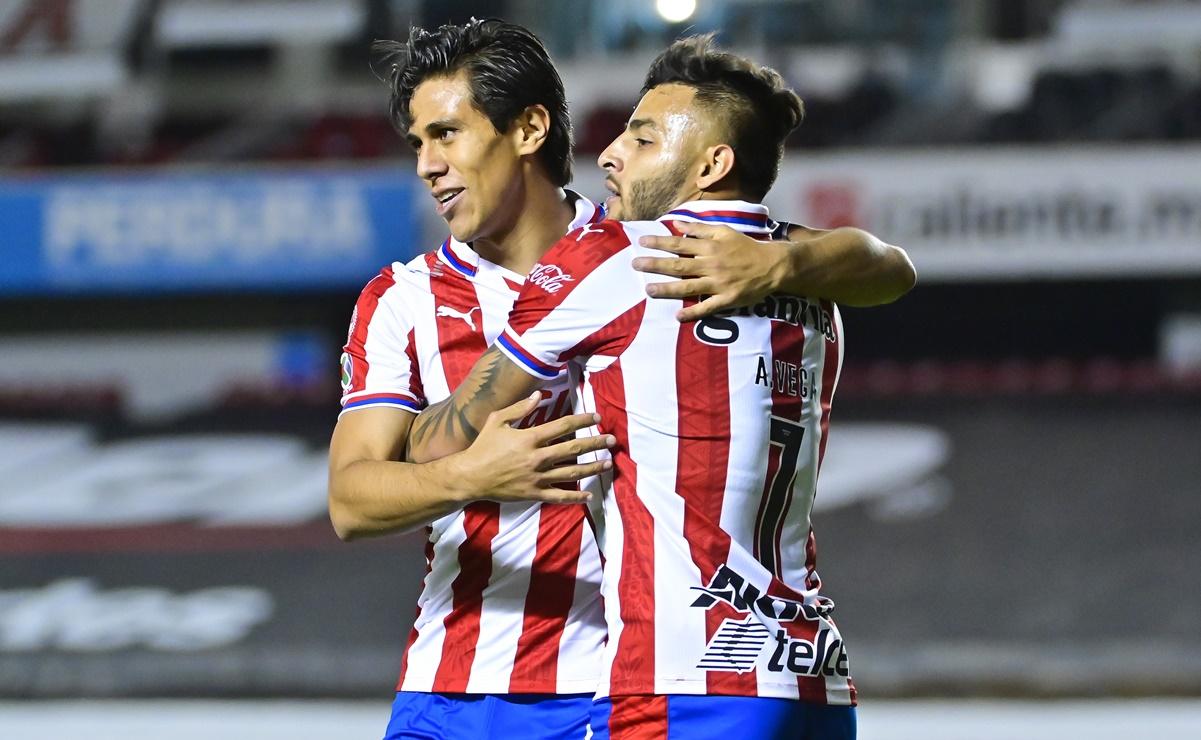 Chivas empató de último minuto al Querétaro