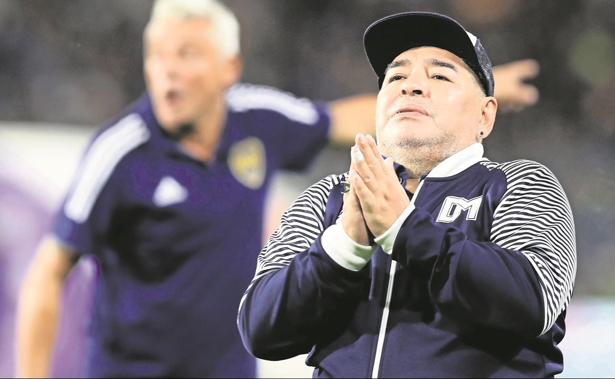 Diego Maradona estaba secuestrado por su abogado, asegura su exesposa