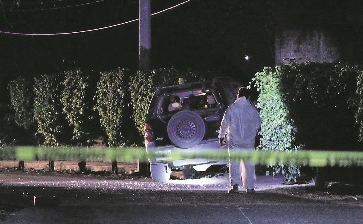 Sicarios disparan en 7 ocasiones a conductora cuando viajaba en su camioneta, en Morelos