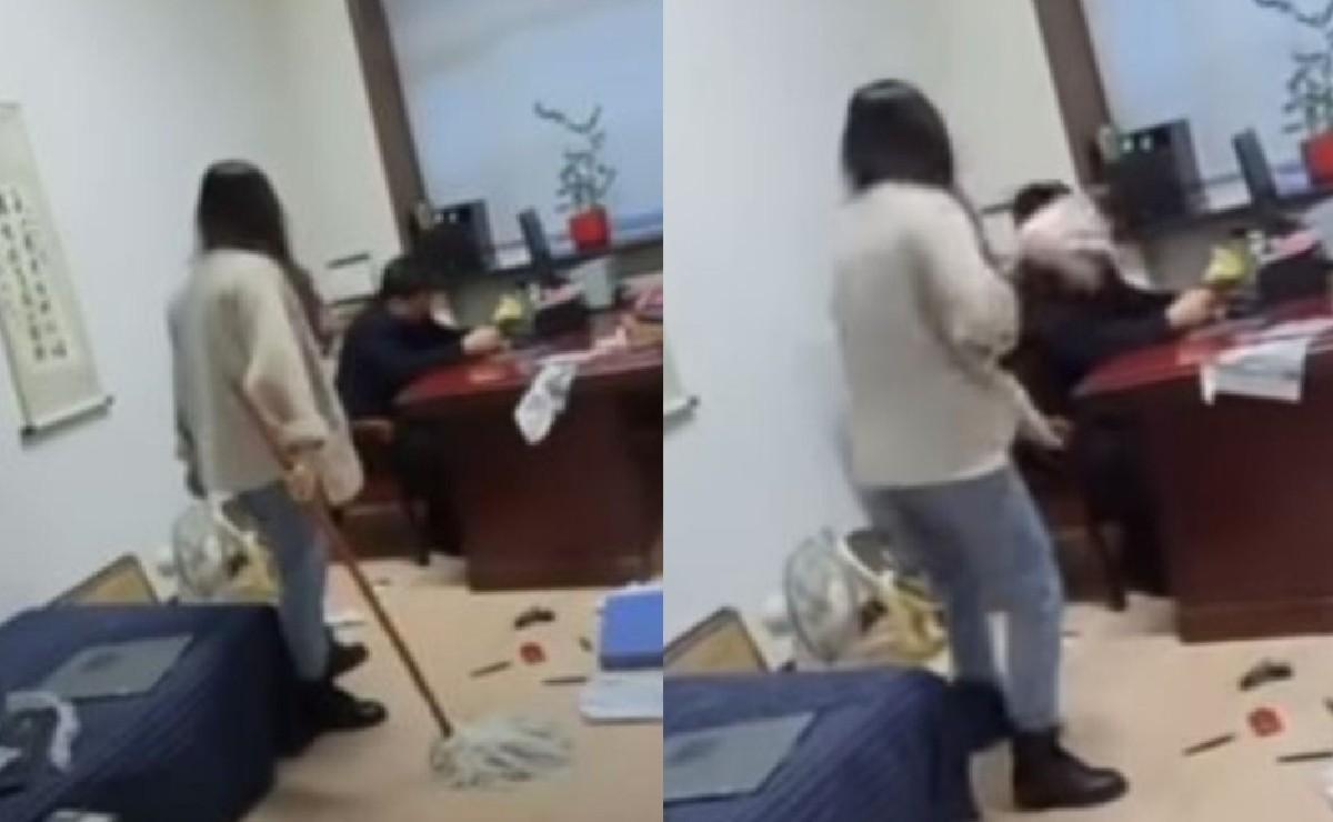 Mujer golpea con trapeador a su jefe quien aparentemente la acosaba sexualmente, en China