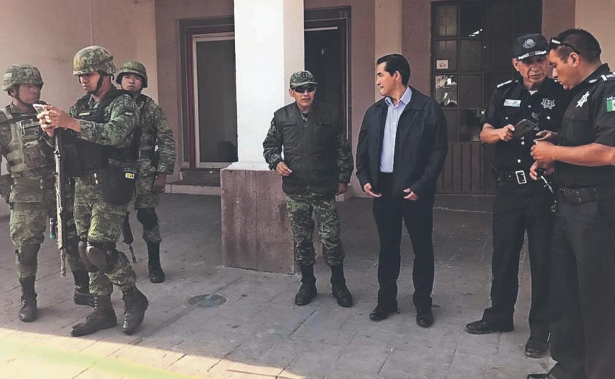 Policías mexiquenses trabajan bajo protesta, dicen que les deben entre 10 y 20 mil pesos