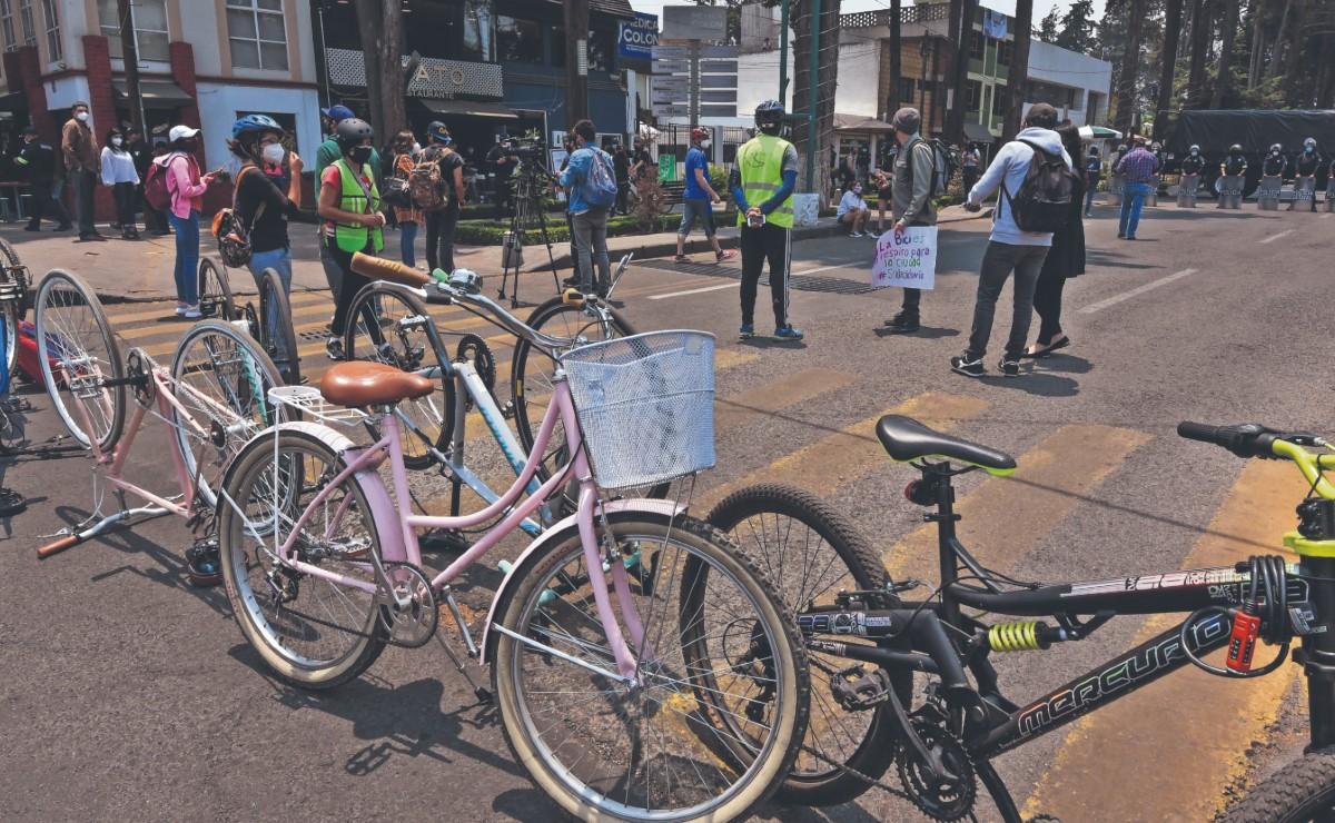 Desmantelan nueva ciclovía en el Edomex y pedalistas protestan enfurecidos