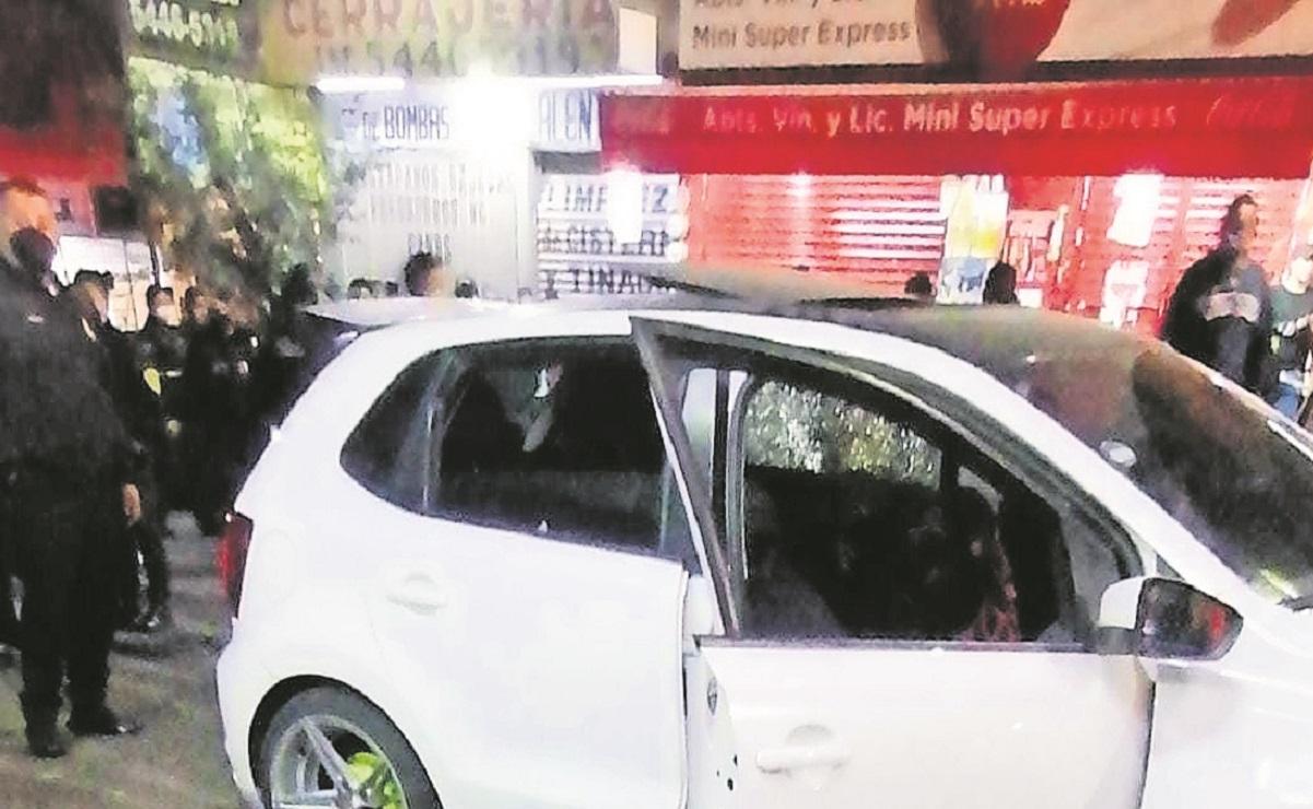 Acribillan a tres hombres mientras tomaban en un automóvil, en Tlalpan