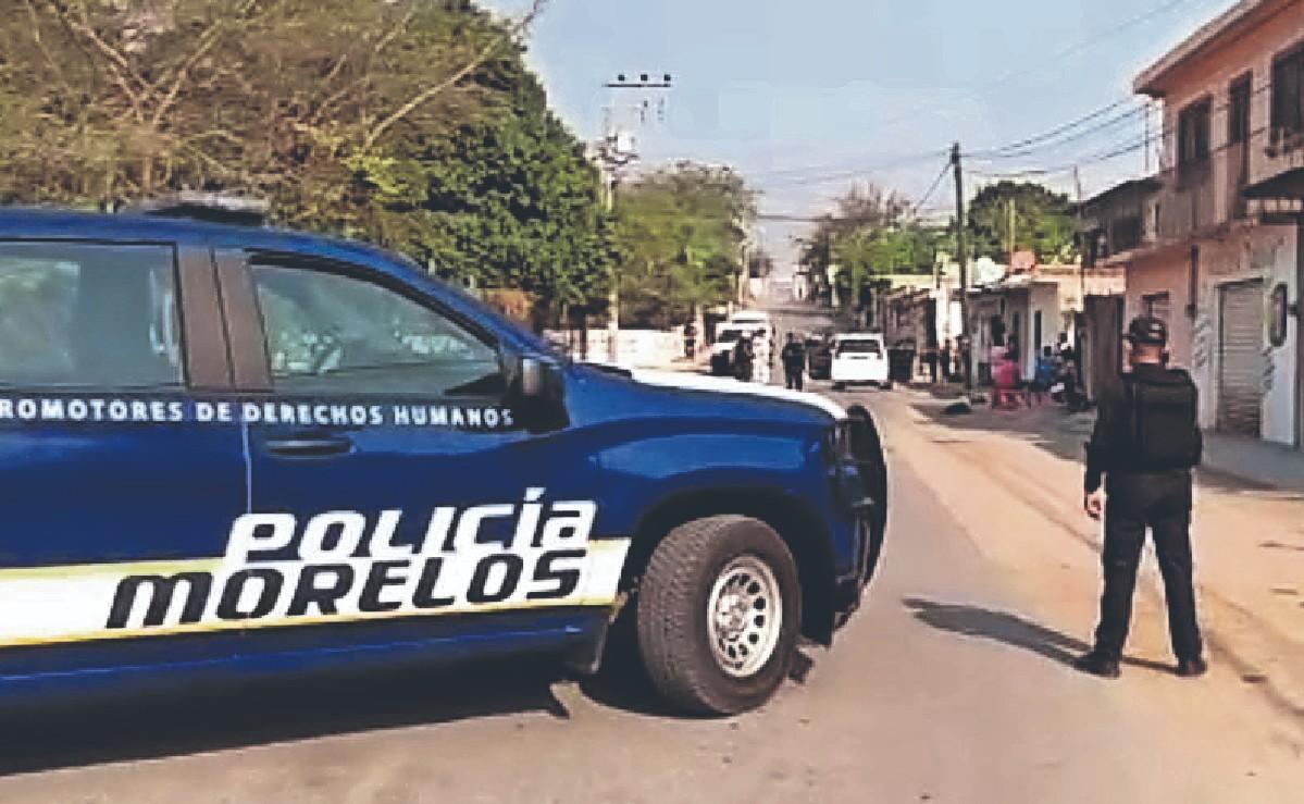 Dos sicarios en moto le dan alcance a taxista y lo plomean, en Morelos