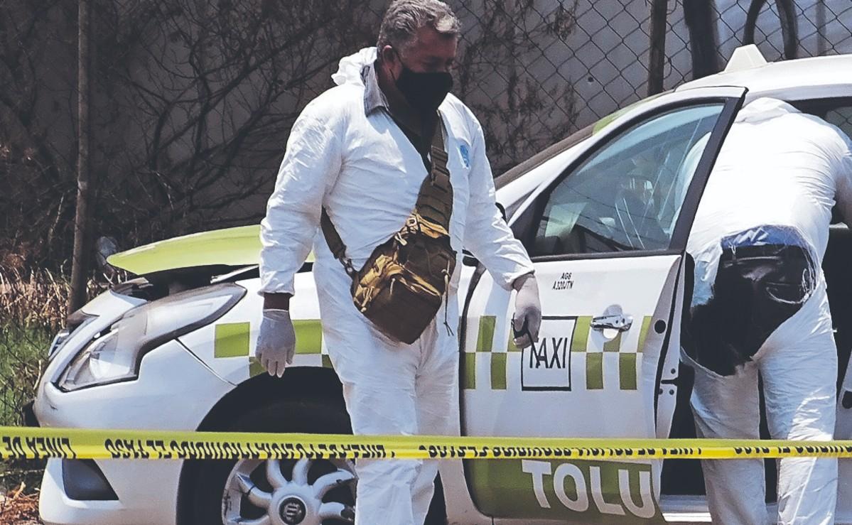 Encuentran a taxista muerto dentro de su unidad en Edomex, hallan firma del CJNG