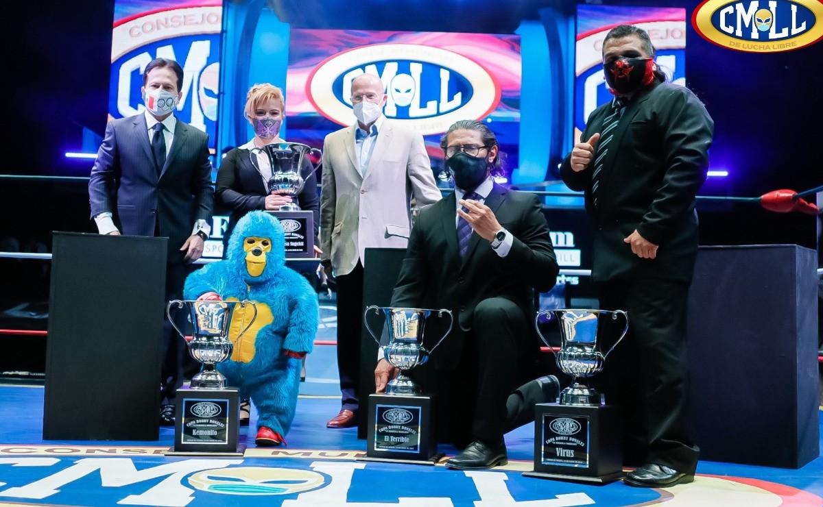 La CMLL premia al Kemonito, con la Copa Bobby Bonales