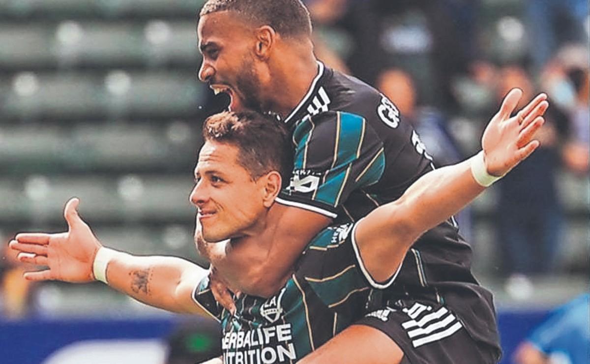 """""""Chicharito"""" Hernández inicia temporada en la MLS con espectacular triplete ante Red Bulls"""