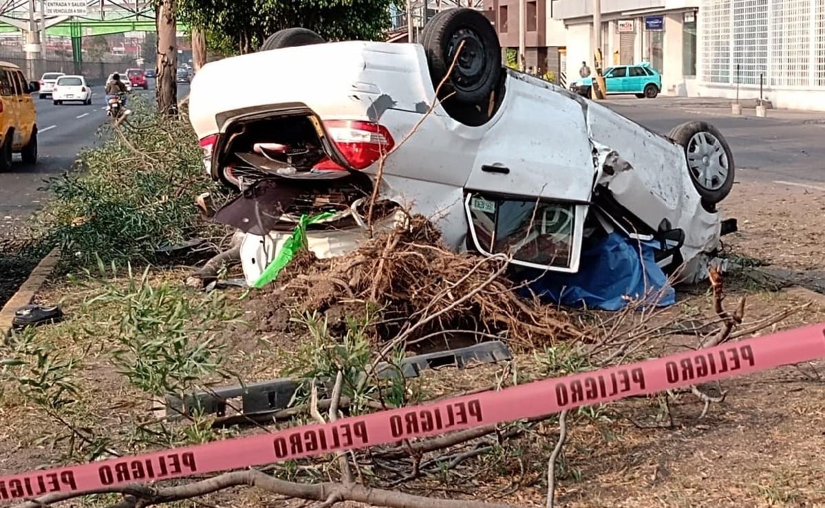 Presunto policía alcoholizado le pisa al acelerador y muere en segundos, en Ecatepec