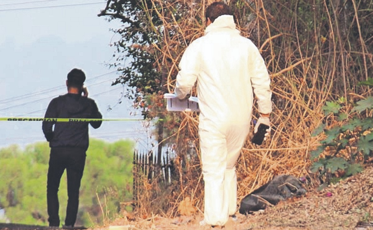 Motociclista muere tras salir volando varios metros por choque frontal, en Morelos