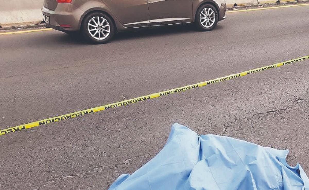 Motociclista sobrevive unos minutos a brutal azotón sobre el asfalto, en la México-Puebla