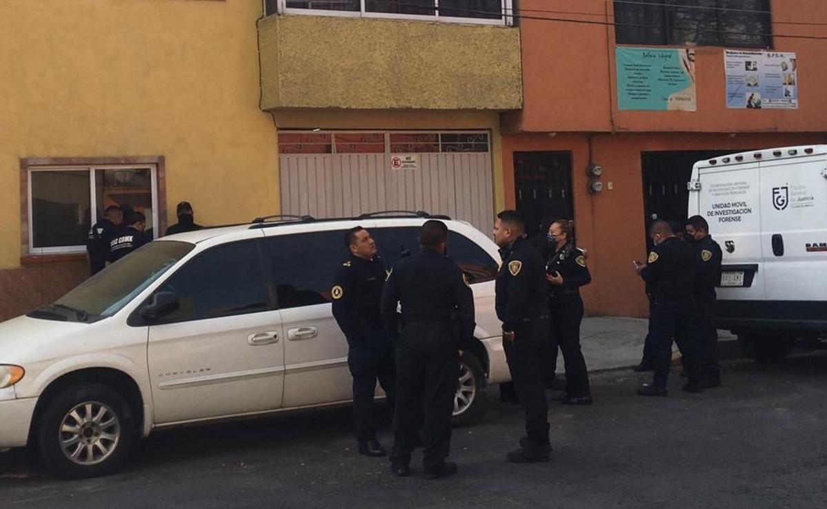 Hombre encuentra a su hermano muerto y maniatado dentro de un domicilio, en CDMX