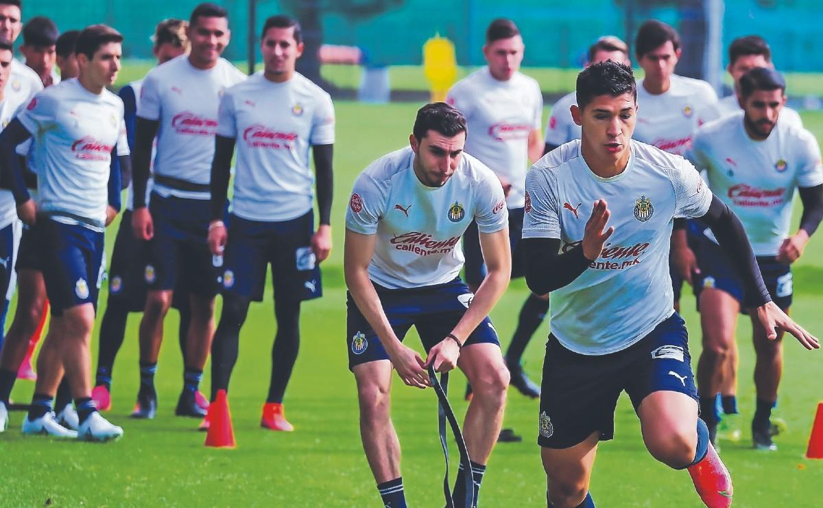 Ángel Zaldívar advierte que Chivas está fuerte y con miras al campeonato