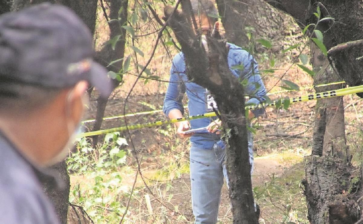 Autoridades hallan fosa clandestina con el cuerpo de un hombre maniatado en Edomex