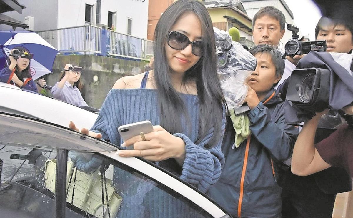 Joven viuda es acusada de matar a su millonario esposo de 77 años de edad en Tokio