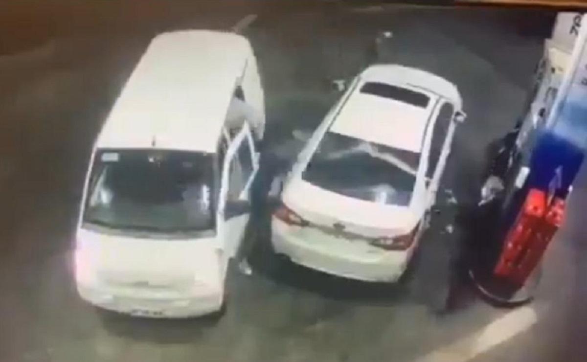 Hombre frustra un atraco al rociar de gasolina a los asaltantes, en Santiago de Chile