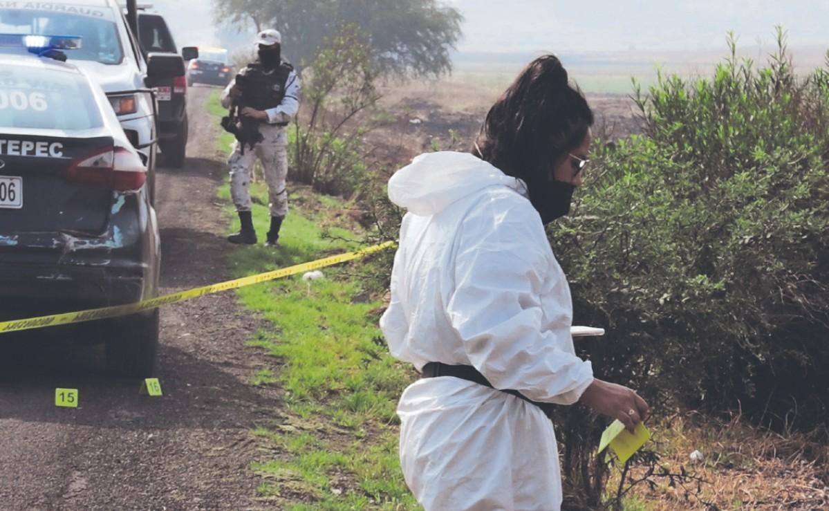 Ejecutan con armas largas a cinco personas en una carretera del Edomex, dos eran mujeres