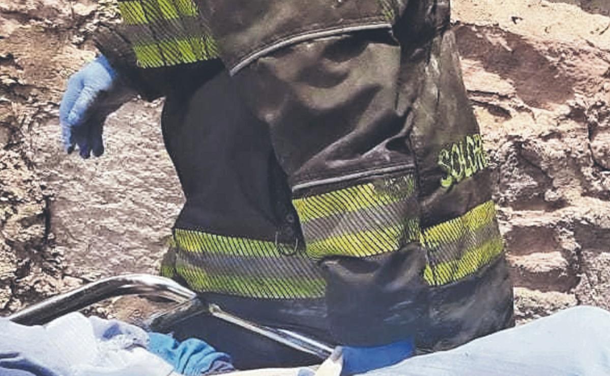 Vulcanos apagan fuego en una casa y descubren cadáver calcinado de un hombre, en CDMX