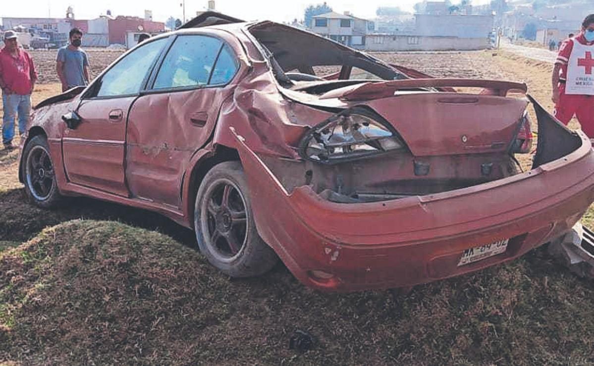 Morritos de 6 y 8 años resultan lesionados tras volcar el auto donde viajaban, en Edomex