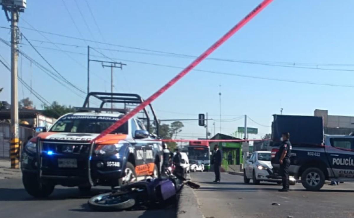 Vehículo avienta a motociclista, otro le pasa encima y su cuerpo explota en Ecatepec