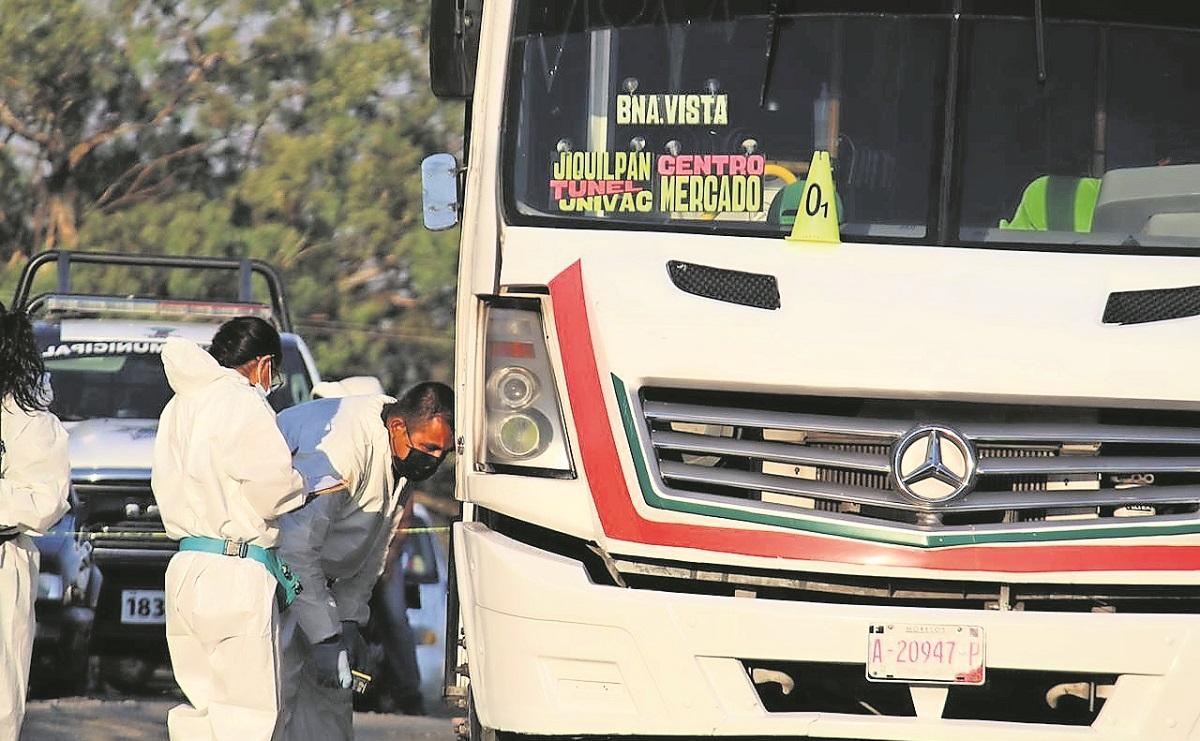 Motosicarios obligan a conductor a detener su unidad y lo matan de 2 balazos, en Morelos