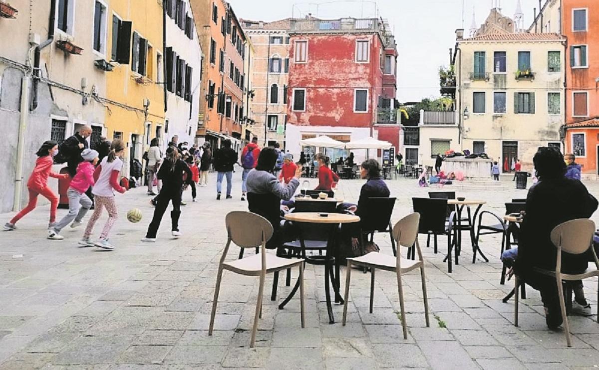 Habitantes de un pueblo de Italia son 'superinmunes' al Covid, aseguran científicos
