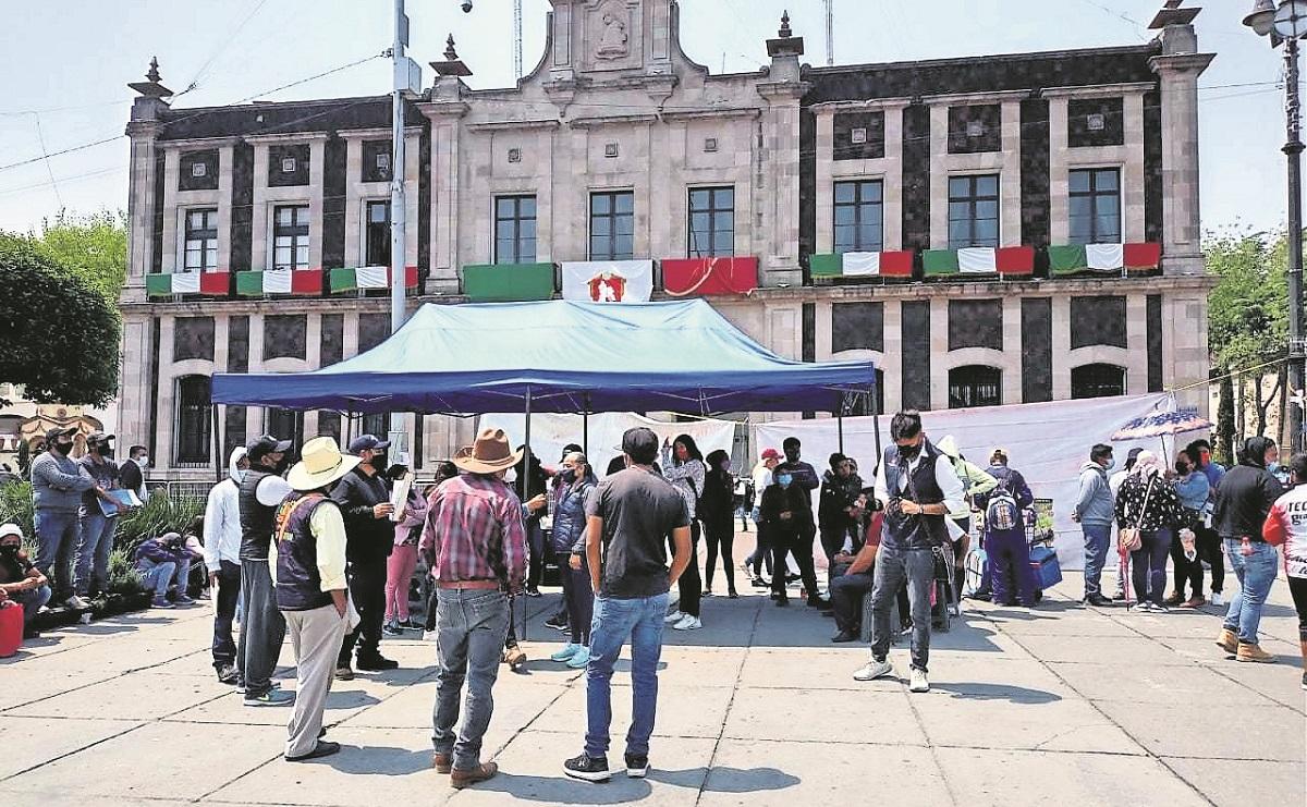 Comerciantes protestan por desigualdades que da el ayuntamiento a líderes en Edomex
