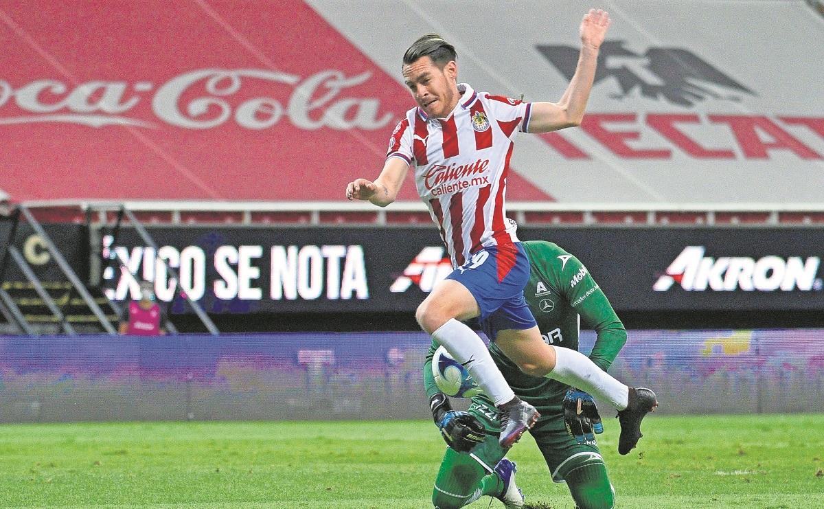 Jugador de las Chivas, Jesús Angulo está descartado para jugar ante el Pachuca