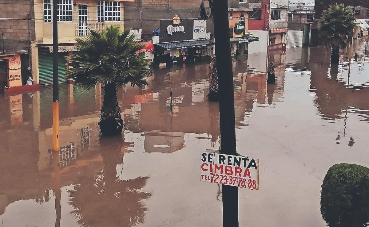 Tormenta arrasa con autos, casas y comercios en San Mateo Atenco