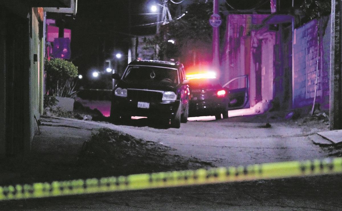Asaltantes borrachos atacan a un automovilista y le dan un balazo, en Morelos