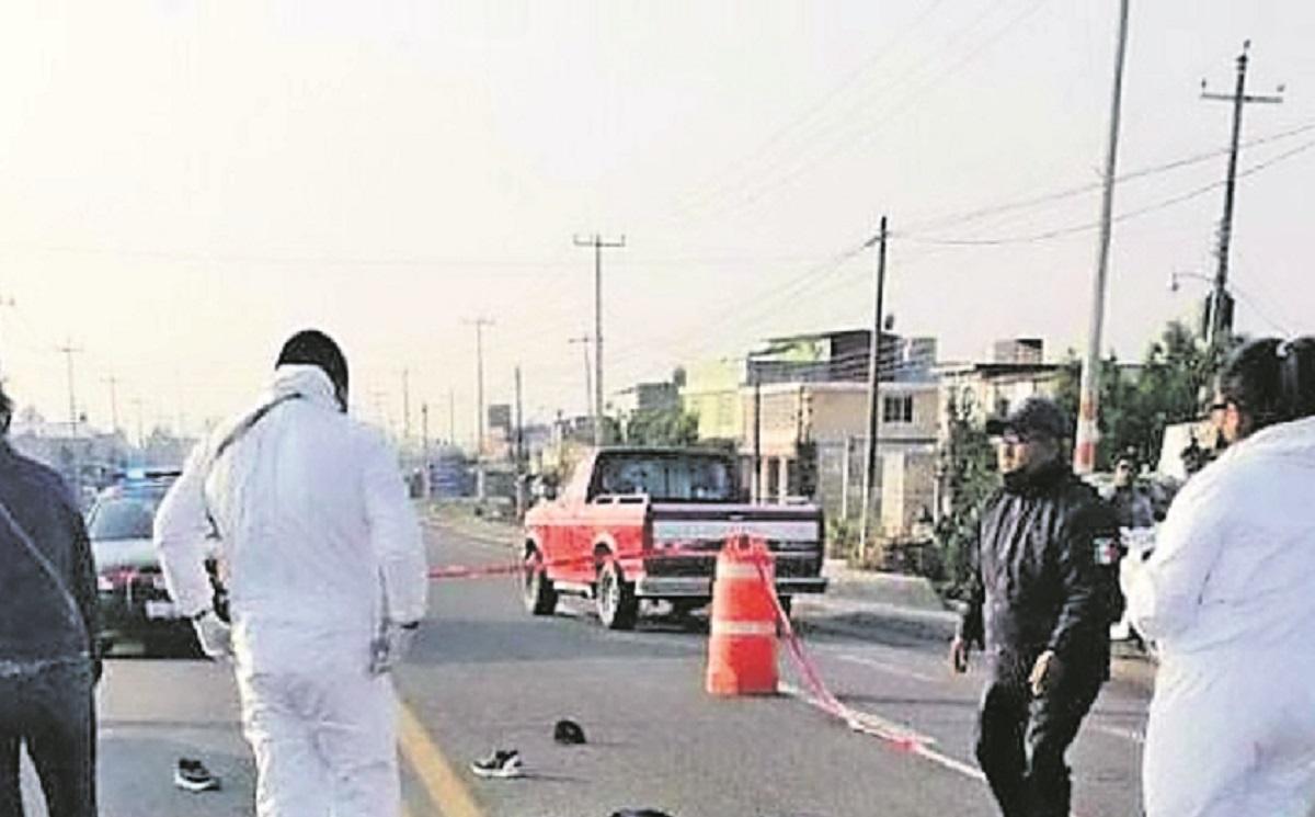 Auto embiste a hombre y muere, tras estrellar su cabeza contra el pavimento en Edomex