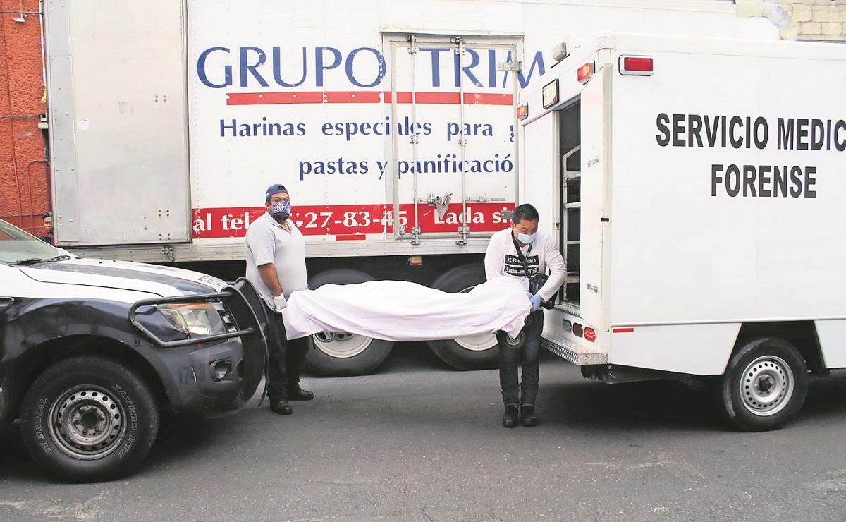 Trabajador muere aplastado entre dos vehículos cuando cargaba bultos de harina, en Morelos
