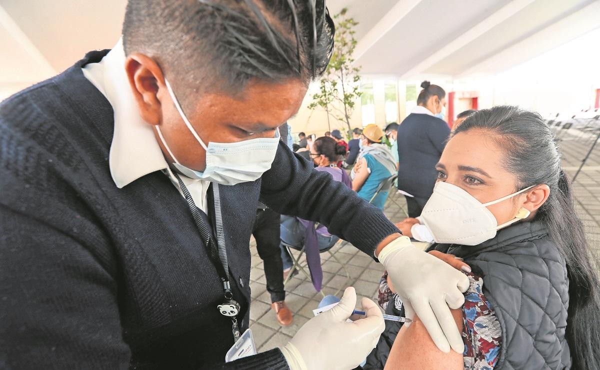 Así arrancó la vacunación contra Covid a maestros de comunidades rurales en el Edomex