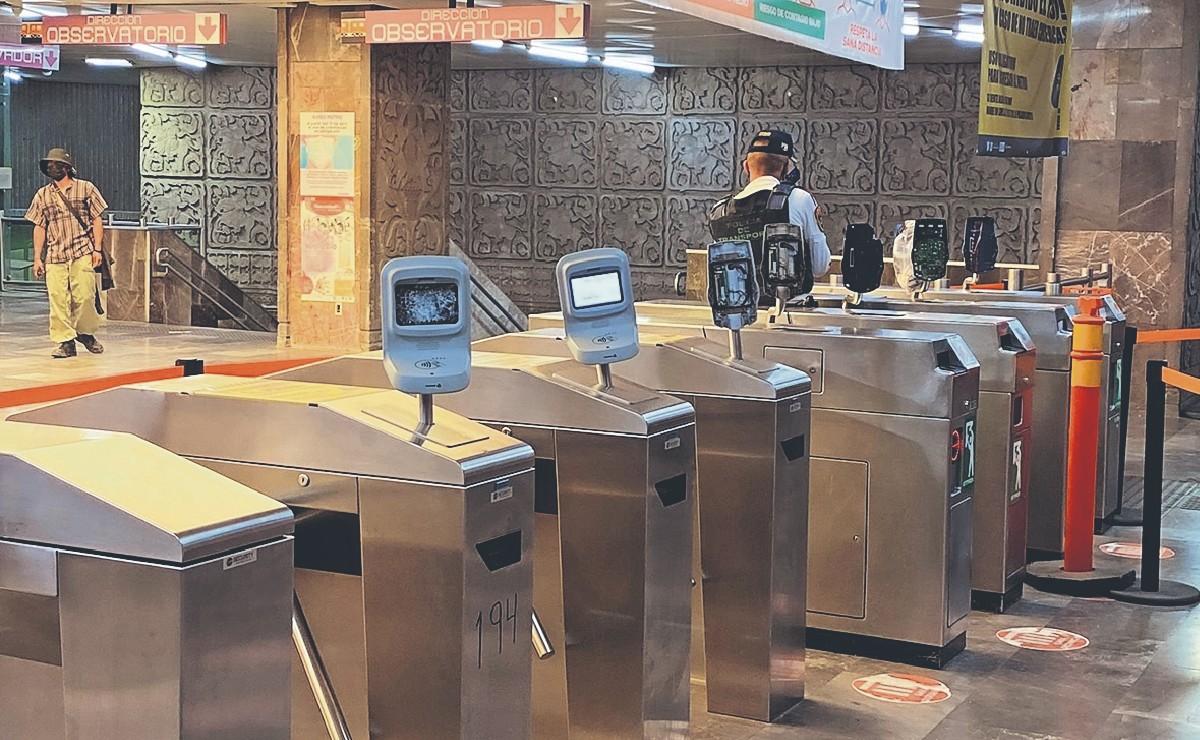 Metro de la CDMX deja de cobrar pasaje en algunas estaciones, tras el colapso en Línea 12