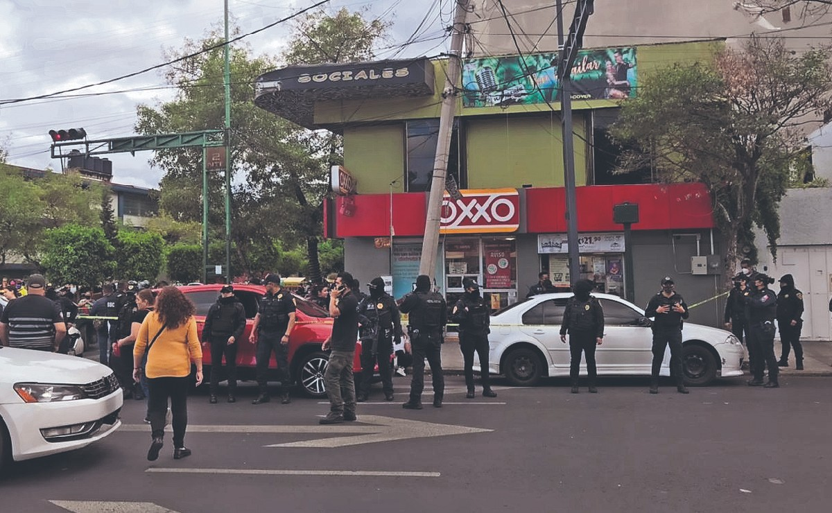 Matan a hombre de 4 balazos en la cabeza tras salir de un Oxxo, en la Venustiano Carranza