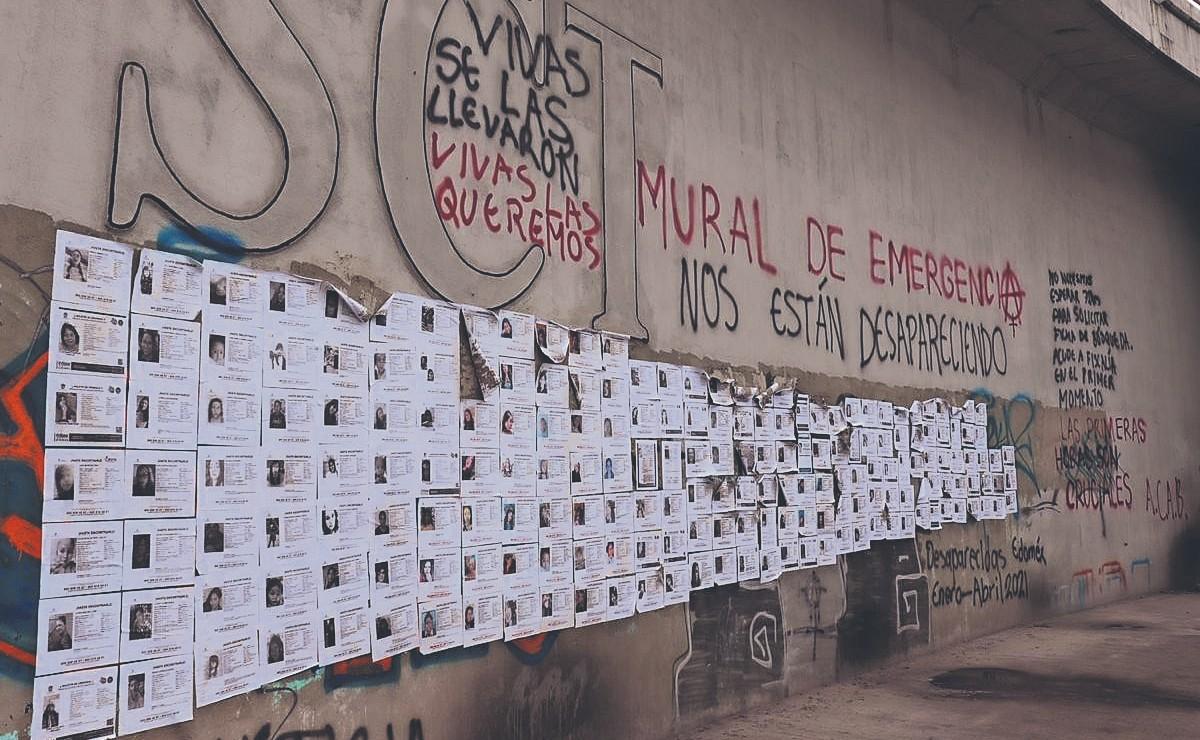 Pegan 236 hojas de búsqueda de mujeres desaparecidas en la capital del Estado de México