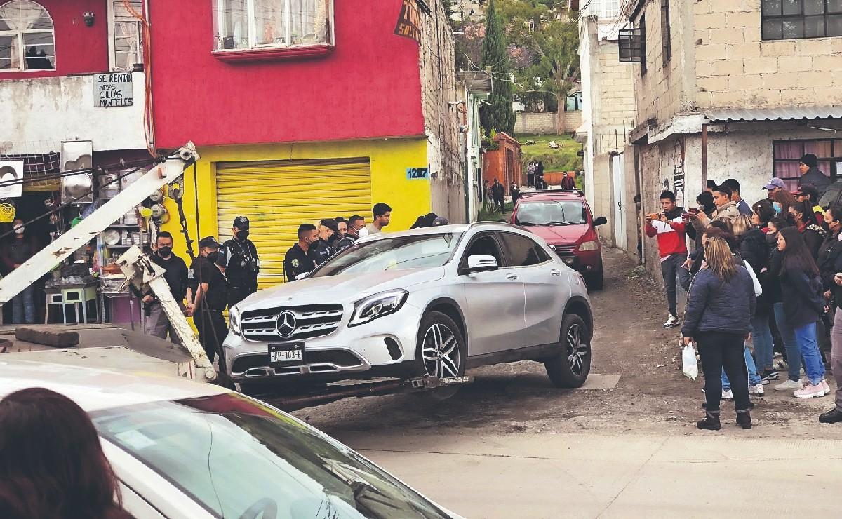 Señora en auto de lujo se echa de reversa y mata a peatón en Toluca, quiso escapar