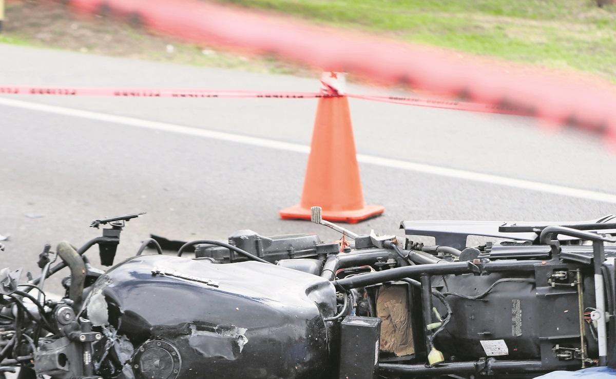 Biker muere tras salir proyectado contra muro de contención en Tecámac, se parte la cabeza