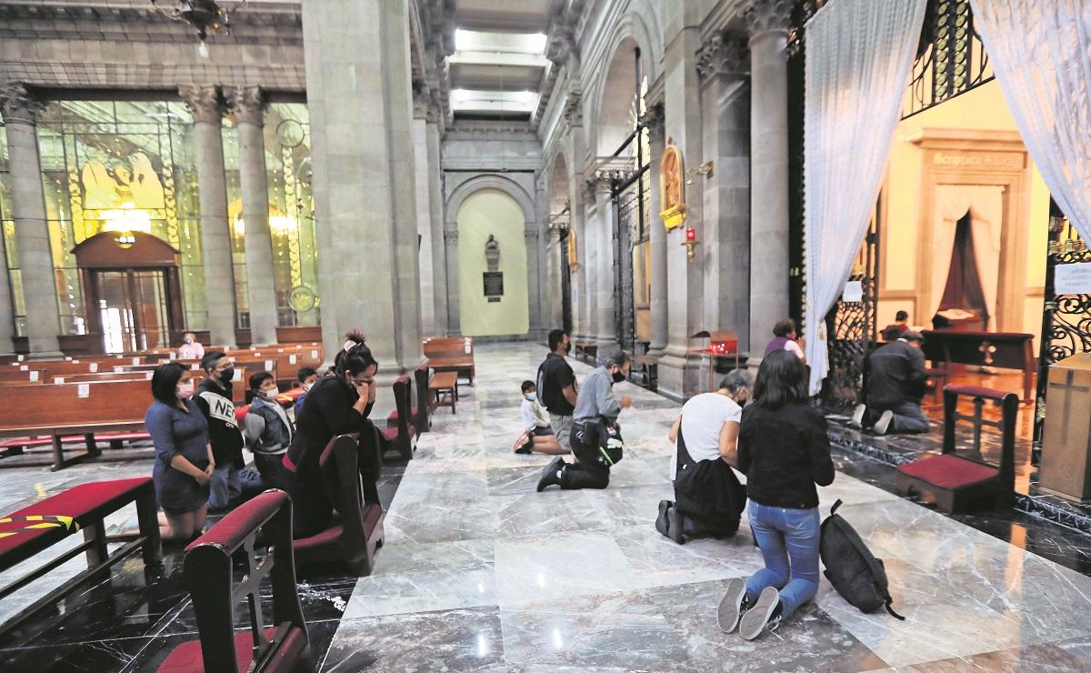Por semáforo amarillo, bautizos, bodas y XV años aumentan 30% en 200 iglesias del Edomex