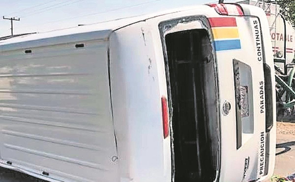 Por exceso de velocidad chofer vuelca su unidad en la Jojutla-Yautepec, no hubo heridos